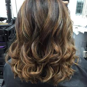 highlighted-wavy-hair
